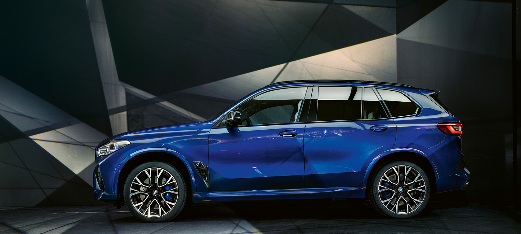 BMW X5 M Competition Marina Bay Blue metallic F95 side view